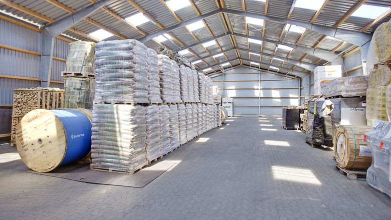 Bygning 2 set indefra, der i dag bruges til lager/opbevaring