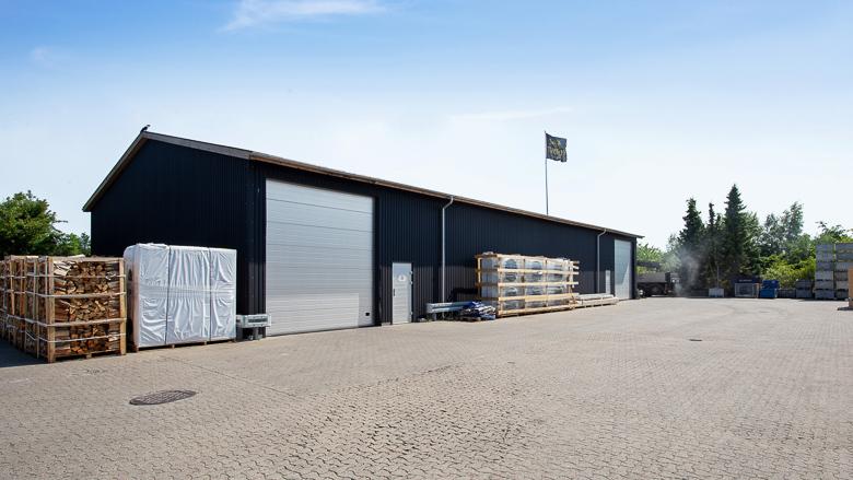 Bygning 2 set udefra, der i dag bruges til lager/opbevaring